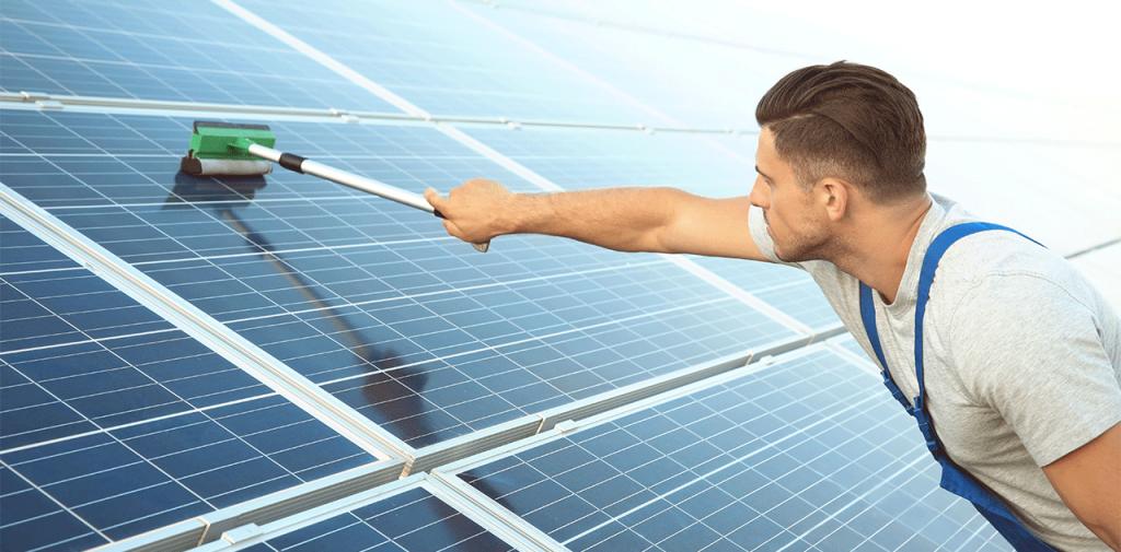 zonnepanelen laten schoonmaken schoonmaakservice
