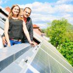 koppel bij zonnepanelen