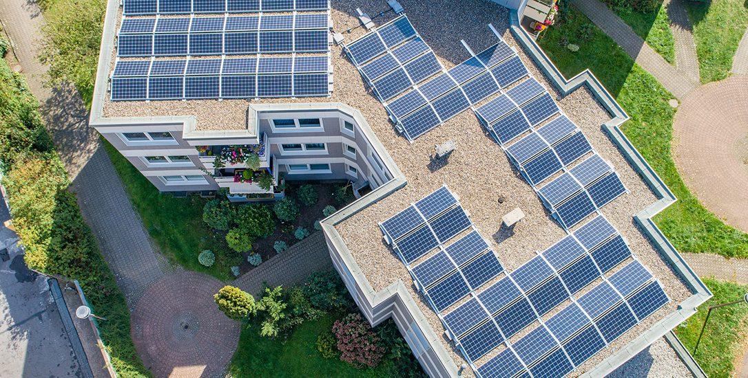 Zonnepanelen plat dak tips Stichting Garantiefonds ZonZeker